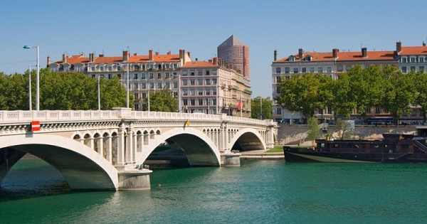 Romanii din Lyon